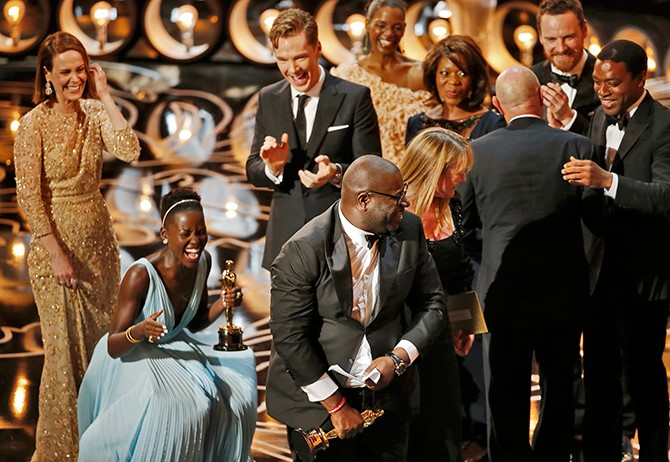 Lupita, Steve McQueen, Chiwetel and the rest of the team celebrate best Picture win